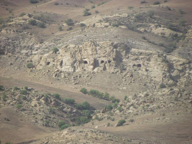 Горы, пещеры и как-то пусто