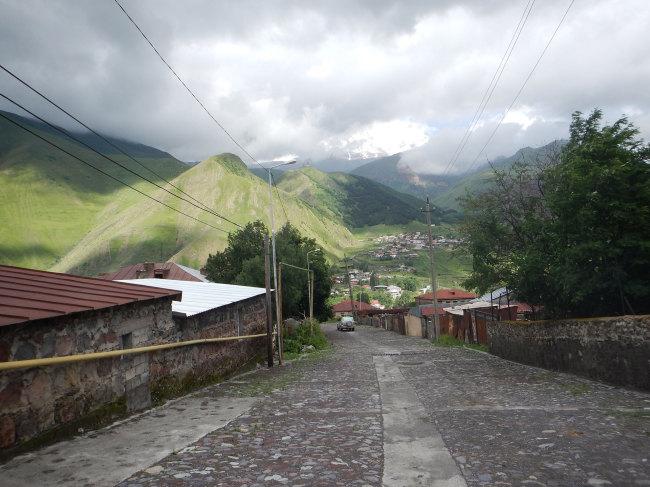 Степанцминда (Казбеги). За облаками гора Казбек